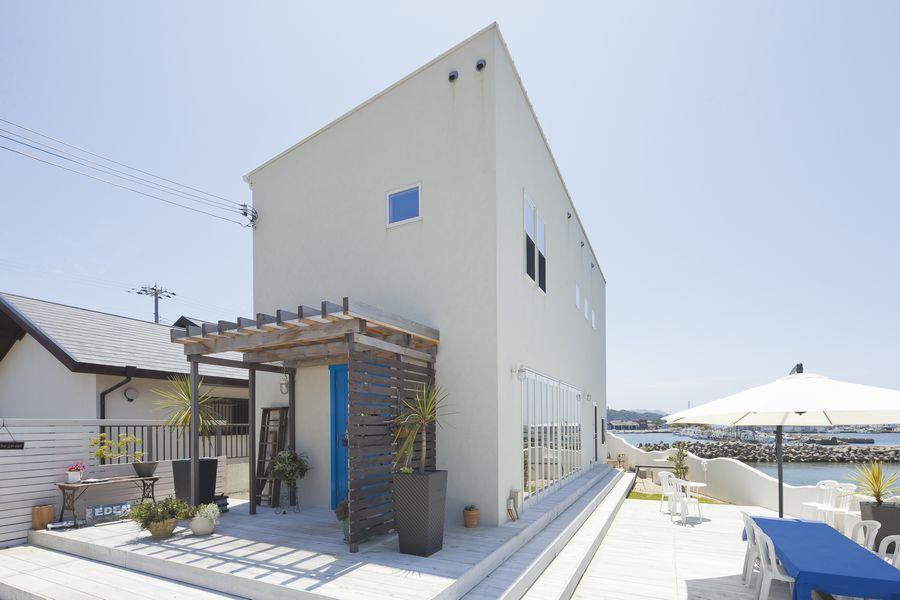 海カフェの家の外観