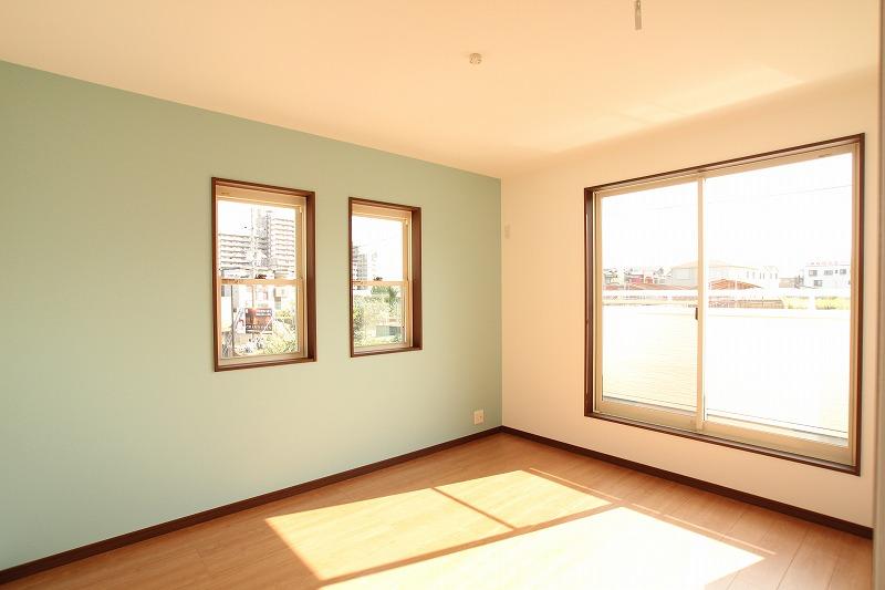 柔らかい雰囲気の洋室