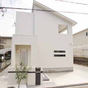 熊取町希望が丘 白い家