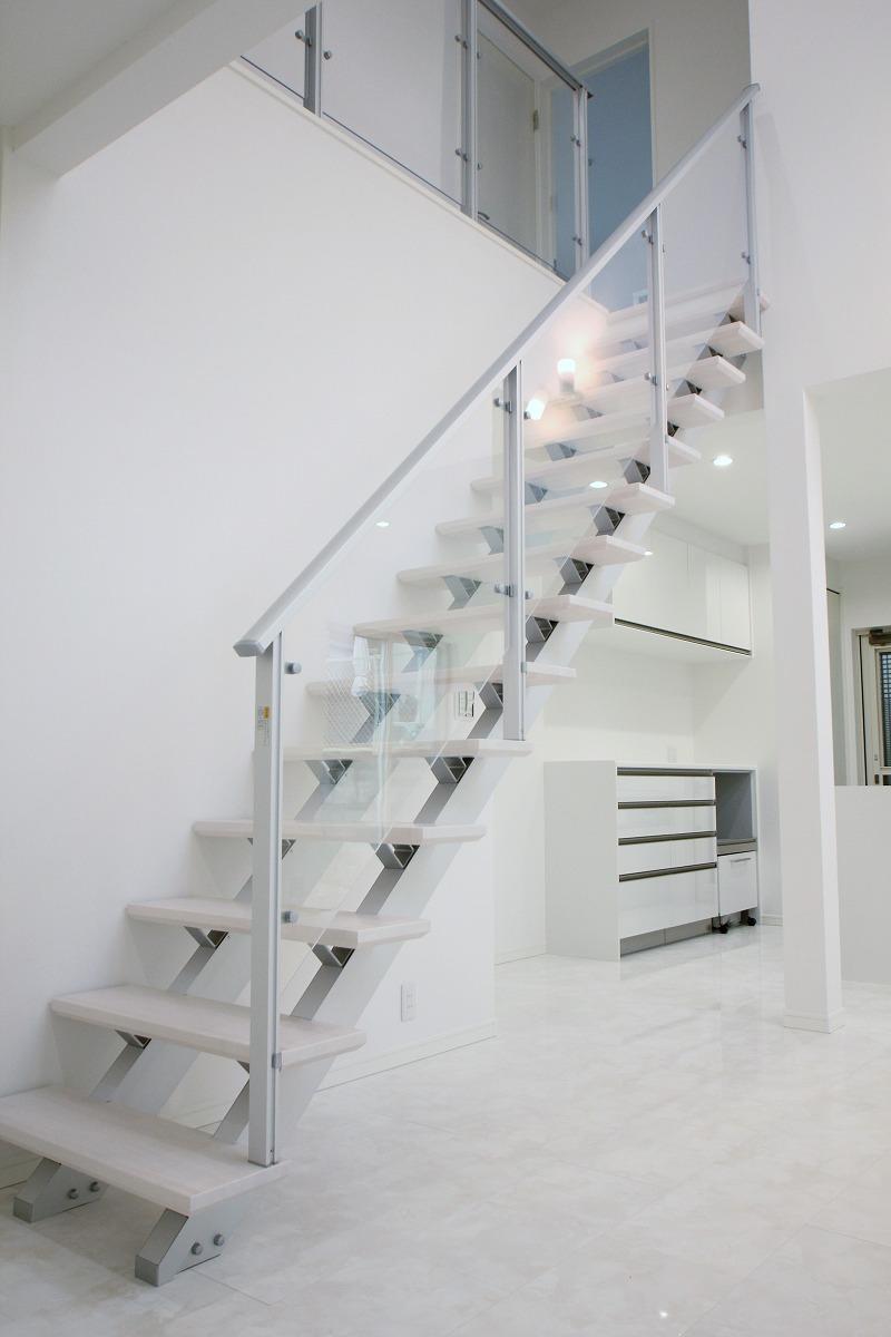 ストリップ階段・吹き抜け